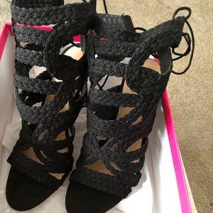 Shoe dazzle black shoe 9.5